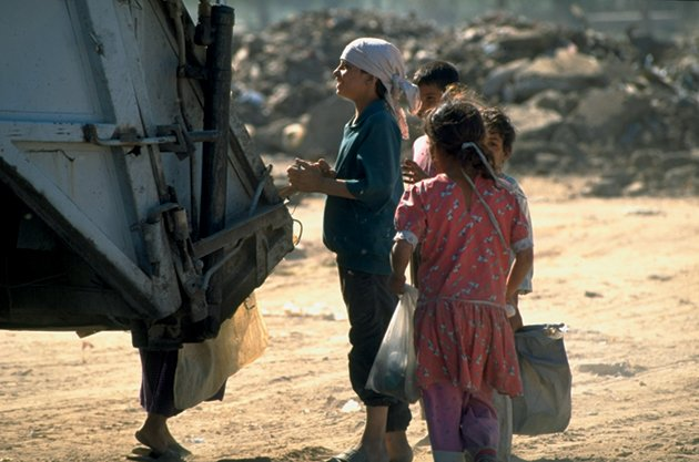 Iraqi children scavenging in a garbage dump, 1995 © Barry Iverson/Time & Life Pictures/Getty Images