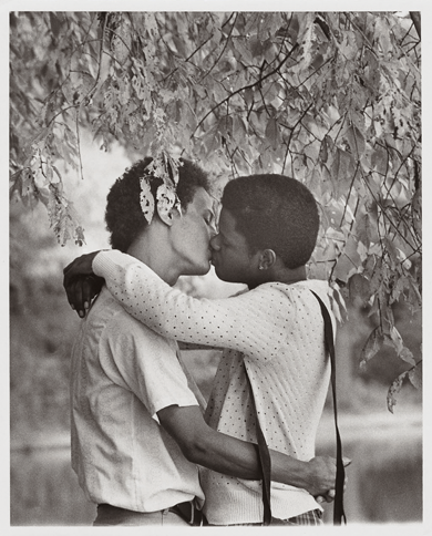 Men kissing under a tree, 1977. Photograph by Kay Tobin Lahusen. Courtesy the New York Public Library, Manuscripts and Archives Division.