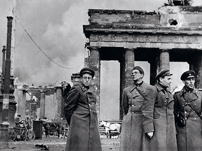 Vasily Grossman (left) at the Brandenburg Gate, Berlin, 1945. Courtesy Fedor Guber